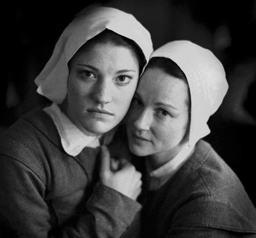 Laura Linney & Jennifer Carpenter - The Crucible, 2002 ©Rivka Katvan