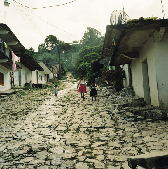 Children walking down the hill, San Miguel Tzinacapan, © Mary Teresa Giancoli